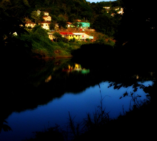 RIVER AND HOUSES.VIDEIRA