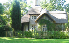 I want to live here (twinkle_moon_bunny) Tags: long cottage longleat leat