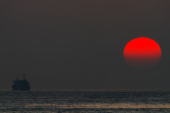 Ruby Red Drops (halfrain) Tags: sunset sea sky sun japan boat ship sigma 300mm teleconverter merrill foveon sigma300mm sd1 600mm  sigma300mmf28 tc2xex maikopark sigma30028 sd1merrill