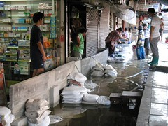 Bangkok Floods - Minburi Market area (23 Oct 2011) (19) (Philip Roeland) Tags: thailand october flooding flood bangkok floods flooded  thaland 2011   flodding