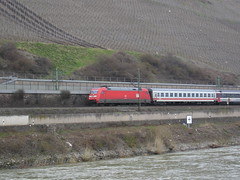 Intercity pulled by BR 101 (Concorps) Tags: railroad travel vacation river germany deutschland landscapes scenery sony transport scenic eisenbahn rail railway trains german valley gorge  bahn rhein  rheinland pfalz tal spoor koblenz boppard spoorwegen           olympusx350   d575z dscw220  c360z