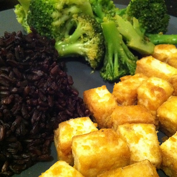 Garlic-ginger tofu, black rice, broc