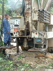 Well drilling (Dis da fi we) Tags: puntagorda toledodistrict belize toledo hickateebelize hickateepuntagorda jungle rainforest forest wildlife culture cottages hickatee