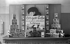 Den perfekta julklappen (Lnsmuseet Gvleborg) Tags: christmas old blackandwhite bw photos sweden 1940 gvle jul kaffe reklam foton gamla gevalia svartvitt gefle carllarsson julskyltning