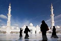 Sheikh Zayed Grand Mosque (Amar Ramesh Photography) Tags: hijab bluesky mosque abudhabi burkha sheikhzayedmosque