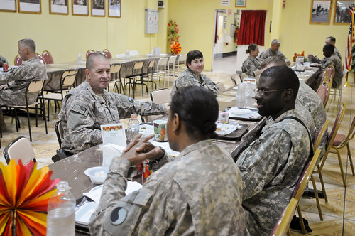 Maj. Gen. Thomas Spoehr and Col. David Carey Serve Thanksgiving Day Meal