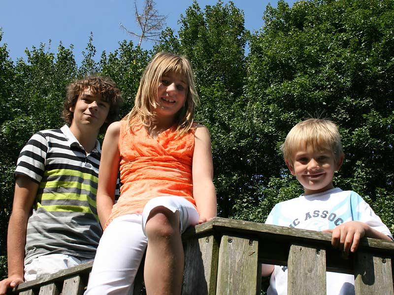 Ferienwohnungen Selz - Kinder auf dem Spielplatz