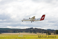 Qantas Dash 8 (Canon-Kid) Tags: aeroplane canberra qantas dash8 dehavilland flyingkangaroo canberraairport