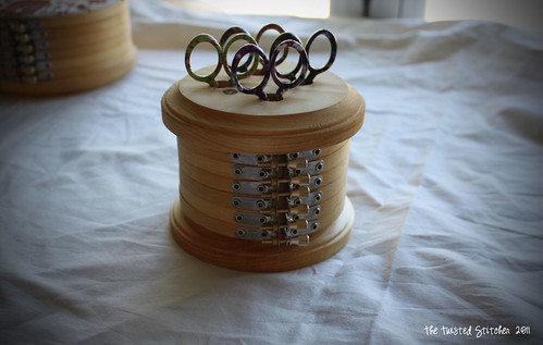 Hoop Scissors Box