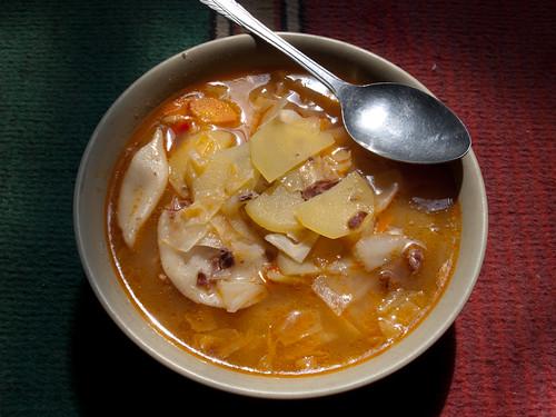 Sopa de patata, zanahoria  y col