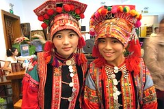 Bai Dancers (love_child_kyoto) Tags: china travel friends portrait woman cute beautiful beauty chinese  yunnan  bai          encarnado unnan    dl  romanceintheair   takenwithlove     ringexcellence  baipho  baipzix