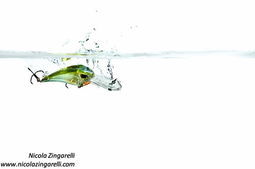 Molix Vario lure shot in a tank with splashing water and two lights by Nicola Zingarelli
