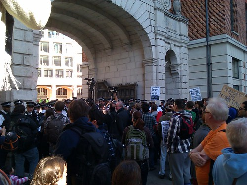 Police blocking the passage to the Stock Exchange building