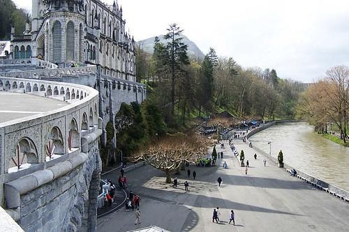 Vista del Rio Gave junto a la Basílica