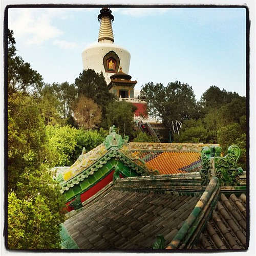 Great view of the roof carvings as we climbed the hill to the White #Pagoda at #BeihaiPark in #Beijing #China. #obievip  #obievip_china by ObieVIP