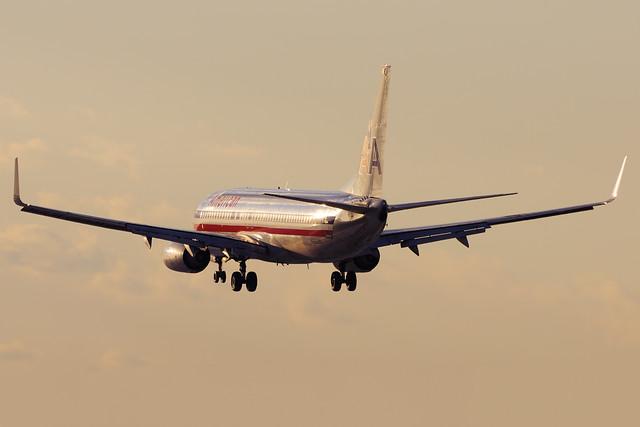 American Airlines Boeing 737-823 (N966AN)