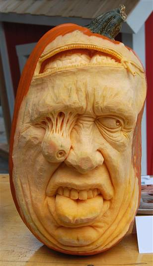 Ray Villafane - carved pumpkin 1
