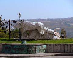 Carrù (serie) (fotomie2009) Tags: carru piemonte italy bassorilievo scultura sculture buegrasso carrù italia piedmont statue statua bue bovino lampione lamp buoi