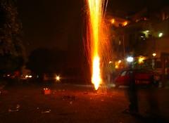 fontaine (Adrakk) Tags: india festival fireworks cracker diwali firecracker pétard inde feudartifice pataka dipavali