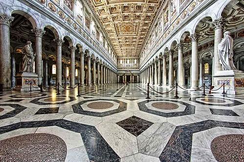 Vision amplia de nave central y galerias