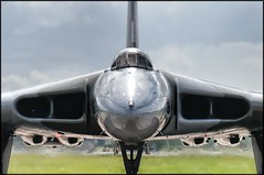 Vulcan being nosey! (Barney - Ian B) Tags: vulcan raf coldwar fairford riat xh558