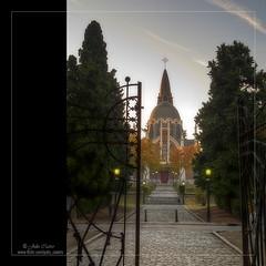 A la orilla de la otra vida (Julio_Castro) Tags: nikon almudena cementerio iglesia santuario p7100 oltusfotos nikoncoolpixp7100