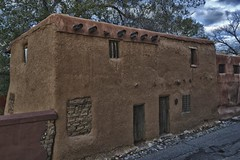 The oldest house in Santa Fe, New Mexico (Ken'sKam) Tags: santafesantafe newmexicoadobeadobehousepuddledadobenewmexicooldesthouseinsantafehistoricoldhouseearlyamericanwesternusasouthwesternusa