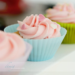 Cupcakes (dhmig) Tags: pink italy stilllife food macro closeup dessert nikon heart naturallight sugar delicious cupcake butter sweets icing treat temptation sweetness frosting greed gluttony delicacy buttercream foodphotography 50mmf28 softcolors softcolours cupcakefrosting nikond7000 dhmig dhmigphotography cakesdecoration paperbakingcups