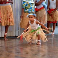 Stamp (Grenzeloos1) Tags: dance brisbane entertainment queensland aboriginal indigenous queenstmall theblackdrumarts nguinwarrup torresstraightislanders