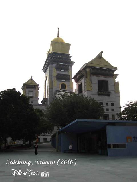 Chung Tai Chan Monastery 01