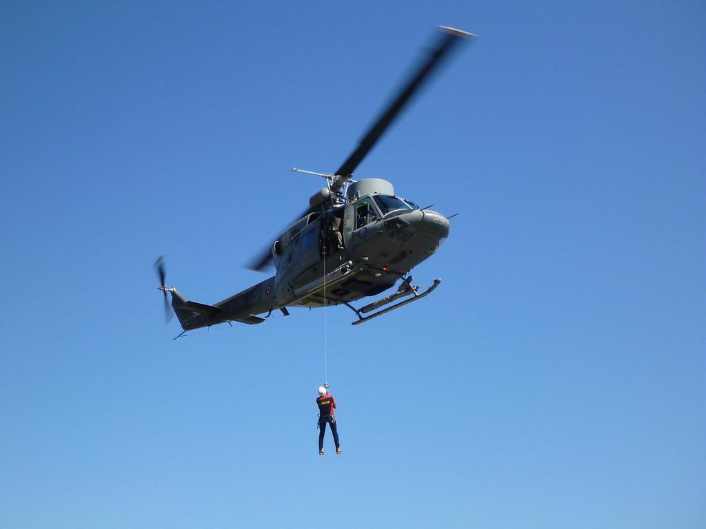 Elicottero 212 : Sestri levante recupero con l elicottero per una donna