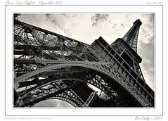 14 Juillet, Tour Eiffel - Paris (BerColly) Tags: paris france town google flickr sacrecoeur toureiffel ville 14juillet fetenationale blackwhitephotos bercolly moulingait