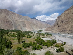 Turtuk and Shyok river (flowing towards Pakistan) (John Steedman) Tags: india river jk ladakh nubravalley jandk  jammukashmir jammuandkashmir   nubra shyok turtul turtok