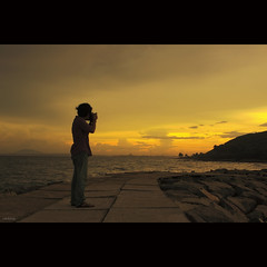 My friend is capturing the sunset (-clicking-) Tags: ocean lighting friends light sunset sea sky sunlight mountain beautiful sunshine silhouette yellow clouds golden asia mood photographer dramatic vietnam bluehour lovely goldensunset honghn phanthit vietnameselandscape bestcapturesaoi elitegalleryaoi