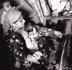 Spinning and breastfeeding (bokage) Tags: woman baby wheel village child egypt spinning breastfeeding bokage eldilingat addilinjat