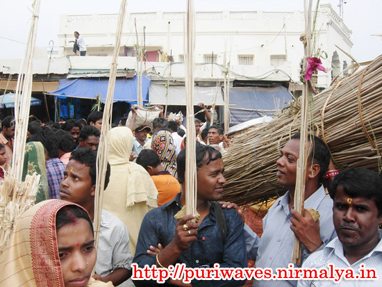 Dipabali,  Crowd at  Puri