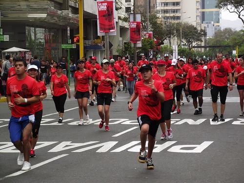 Pelotón de corredores Lima 10K