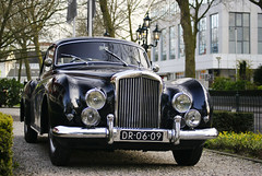 H.J. Mulliner (Raoul Automotive Photography) Tags: blue holland 120 netherlands by dark star hotel j back sony tripod wide band nederland fast continental h filter type 100 bodie streamlined mm 1855 alpha dslr 50 100mph coupe mph hj bentley hama dt circular aluminium zwolle conti 61 pl fastback lightweight 55200 kenko a230 rtype 120mph polarisation mulliner coachwork bentleyr hjmulliner a230l