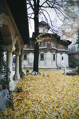 (fusion-of-horizons) Tags: autumn light fall church monument leaves architecture de photography photo fotografie photos style courtyard patio explore architect monastery romania toamna eastern orthodox convent bucharest bucuresti biserica romana romanian colonnade 1908 portico ion lumina bukarest roumanie orthodoxy bor revival portic stil stavro ortodoxa vechi manastirea lipscani frunze manastire arhitectura bucureti explored centrul stavropoleos curte mincu bucureti  neoromanesc romn neoromanian arhitect centrulvechi ionmincu mnstire patrimoniu sfintiiarhanghelimihailsigavril arhitectur mnstirea  claustru ortodox cldire lmibiima1946401 lmibiiaa19464