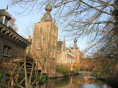 Arenbergkasteel, Heverlee (Kristel Van Loock) Tags: castle leuven belgium belgique drieduizend belgi chateau castello belgica louvain heverlee kasteel belgio vlaanderen vlaamsbrabant arenbergkasteel lovanio kasteelvanarenberg