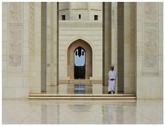 (It's Stefan) Tags: reflection architecture muslim faith religion culture mosque arab oman moschee sultanateofoman   sultanqaboosgrandmosque kummah    dischdascha