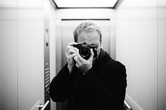 Analogtestkabine (ZUIKO 28mm/F2.0) (patrickbraun.net) Tags: selfportrait analog iso800 elevator push cameraporn olympusom2n zuiko28mmf20 kodakprofessionaltmax400