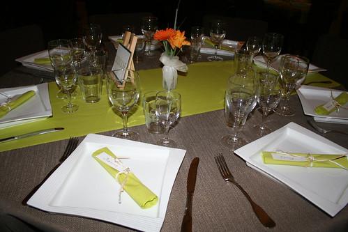 tafelschikking in taupe - groen