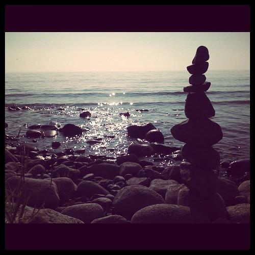 Steine am See.