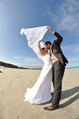 L'amour donne des ailes ! (kimcass) Tags: wedding fisheye mariage plage tole kimcass