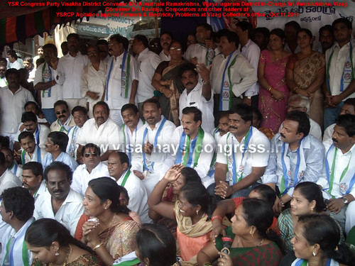 YSRCP-Leaders-at-DHARNA-VIZAG-OCT11