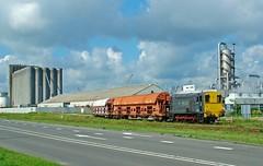 RRF loc 1 met graanwagen bij Maasilo in de Botlek (kevinpiket) Tags: rotterdam nederland finepix zuidholland bediening botlek rrf maassilo fuij fuijs7000 rangeren rotterdamrailfeeding ns600 graanwagens rrfloc1
