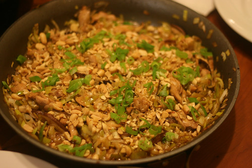 stir-fried chicken with leeks mushrooms and peanuts