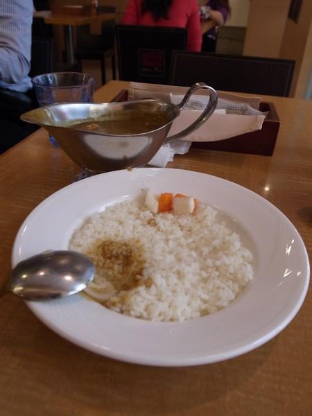 吃了一口的白飯XD 和咖哩