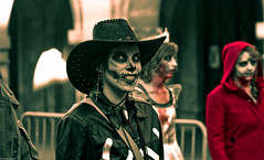 IMG_3612 (Meian') Tags: paris walking dead death blood zombie walk mort makeup gore rotten sang maquillage pourri meian 2011 putrefi putrify